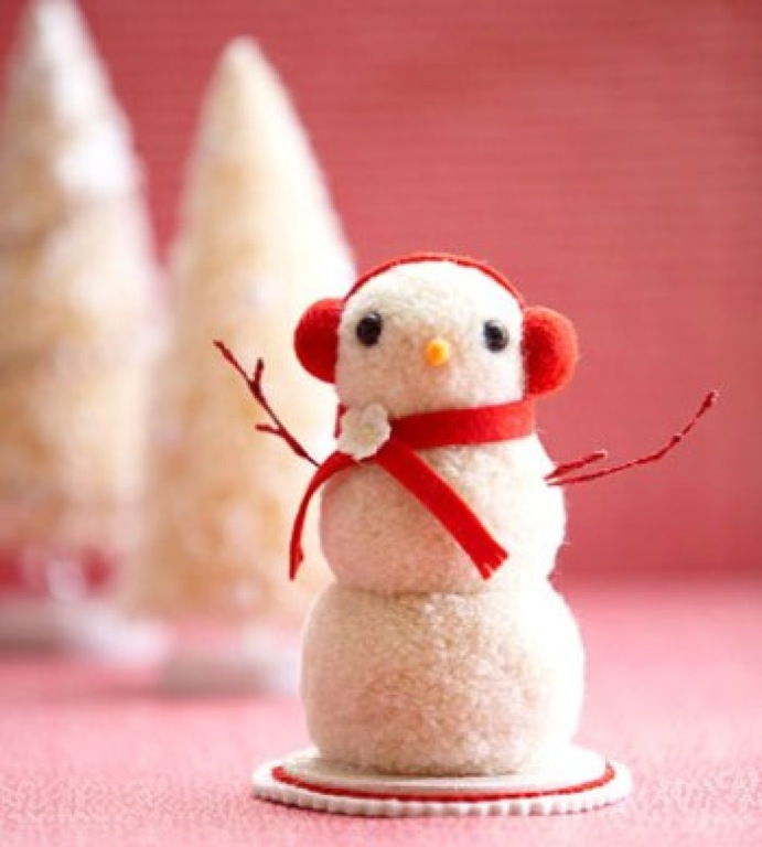 Снеговики своими руками из помпонов
