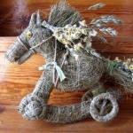 Поделки лошадки из сена