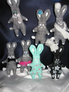 броши-зайцы